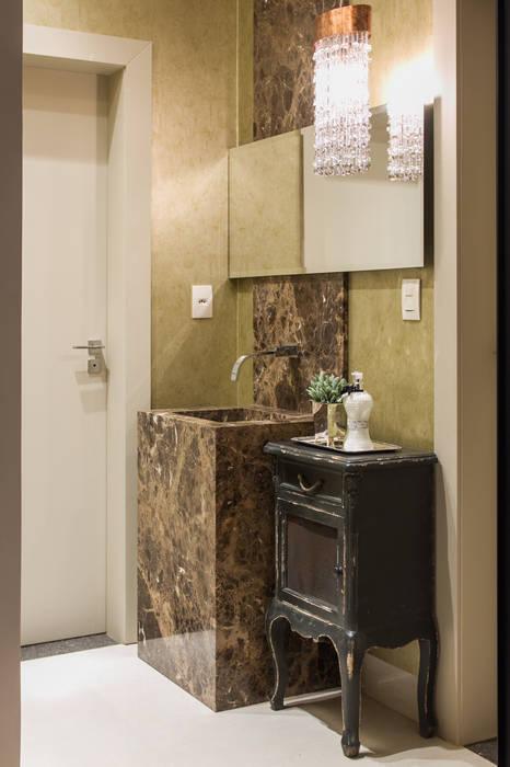 Toilet: Banheiros  por RABAIOLI I FREITAS
