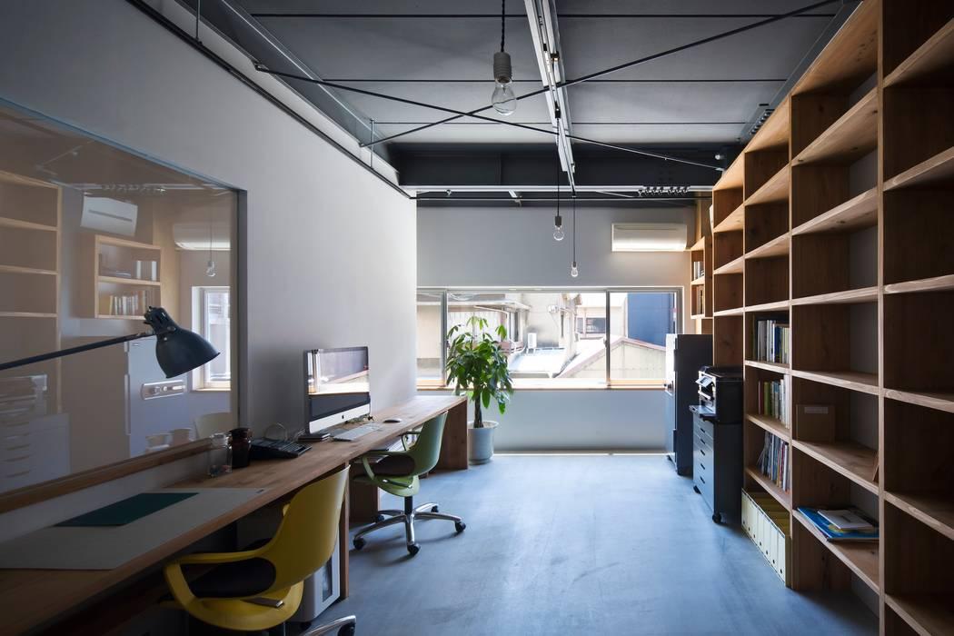 オフィス: 株式会社 藤本高志建築設計事務所が手掛けた折衷的なです。,オリジナル