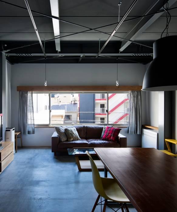 リビング: 株式会社 藤本高志建築設計事務所が手掛けた折衷的なです。,オリジナル