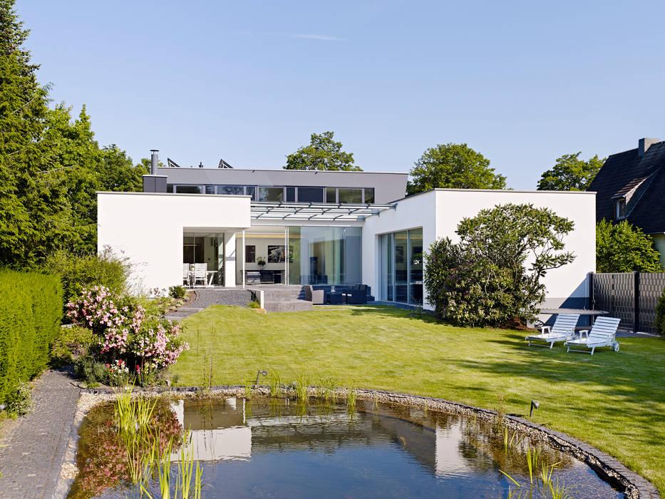 Blick vom Garten:  Häuser von Gritzmann Architekten