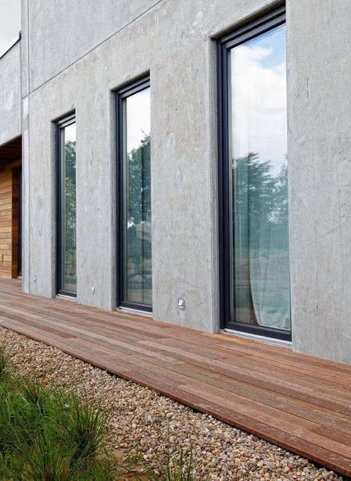 Drewniane deski tarasowe Nowoczesny balkon, taras i weranda od Kopp Nowoczesny