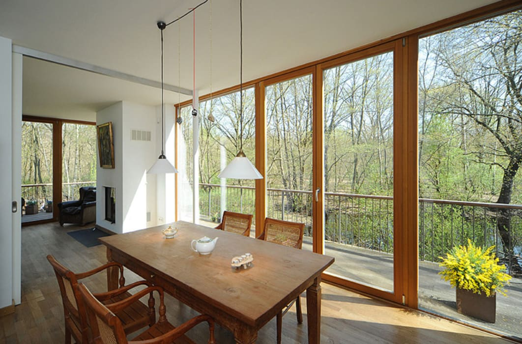 Dining room by Carlos Zwick Architekten, Modern
