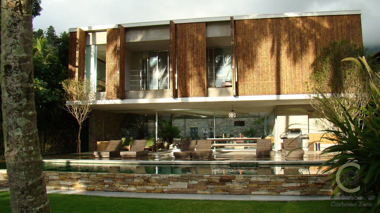 Tropical style houses by BAMBU CARBONO ZERO Tropical