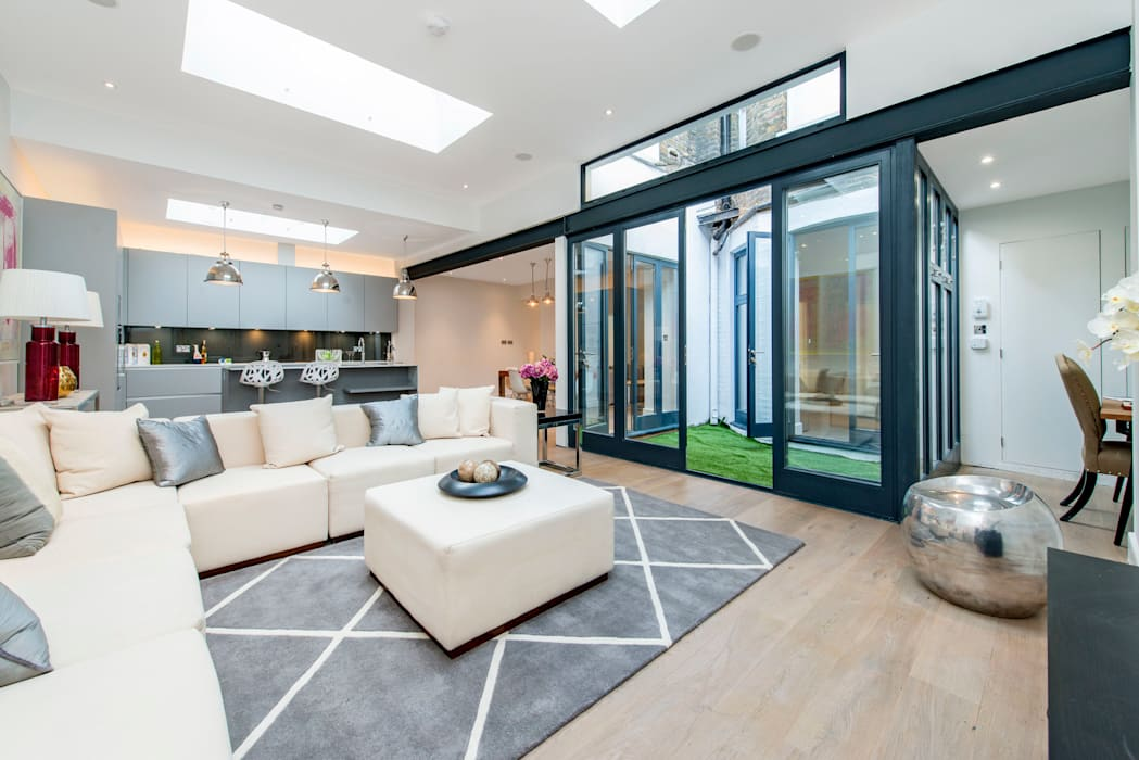 Living room by Balance Property Ltd
