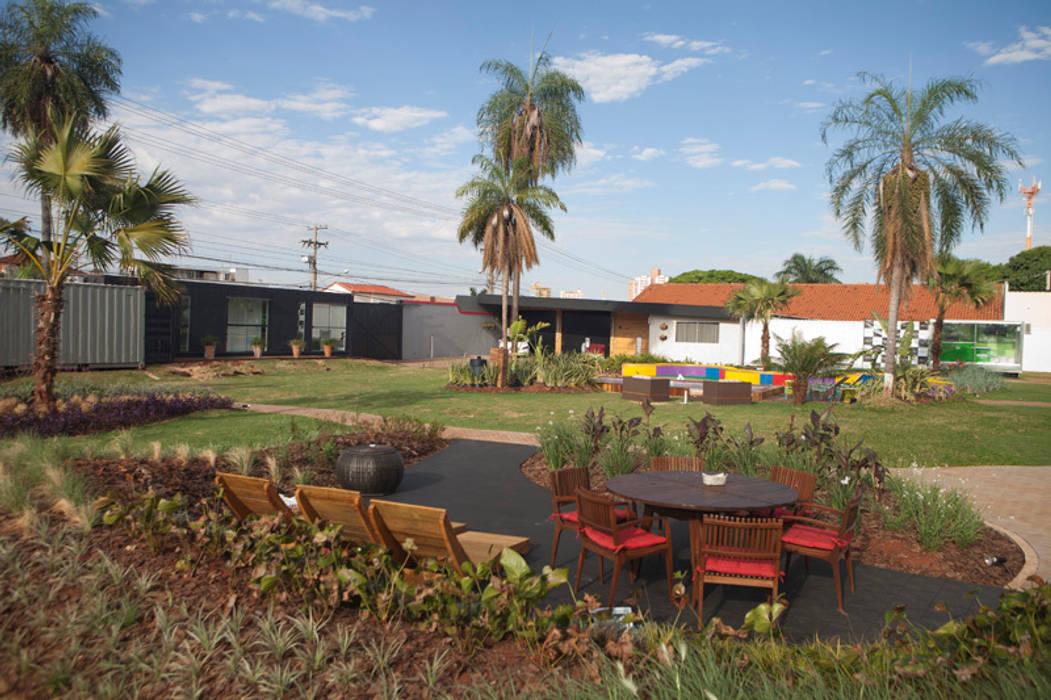 Refúgio Zen - Espaço Black: Jardins modernos por Adines Ferreira Paisagismo