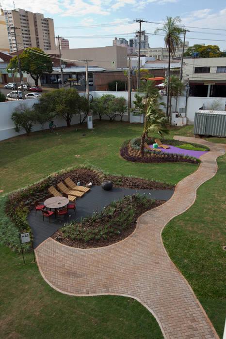 Refúgio Zen - Espaço Black e Lilás Jardins modernos por Adines Ferreira Paisagismo Moderno