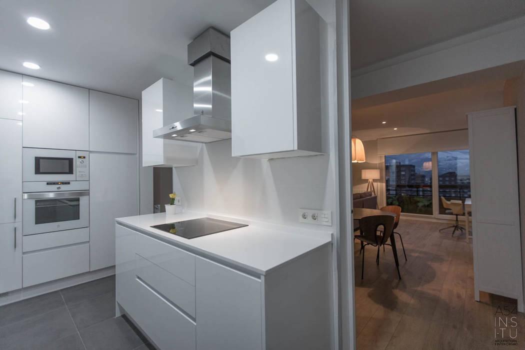Reforma de vivienda en Bilbao:  de estilo  de A54Insitu,