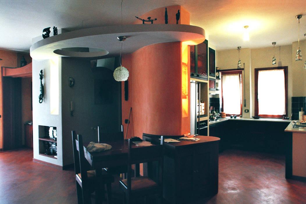 Zona pranzo con retrostante cucina in muratura. soggiorno ...