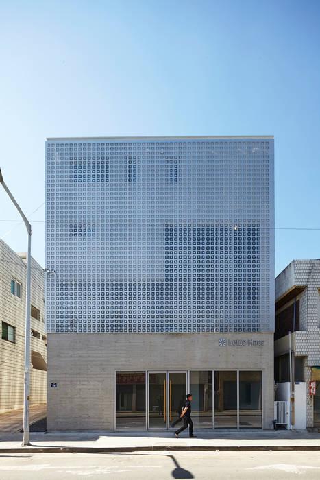Lotus Haus (로터스하우스): 스마트건축사사무소의  주택,모던