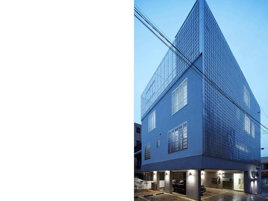 Lotus Haus (로터스하우스): 스마트건축사사무소의  주택