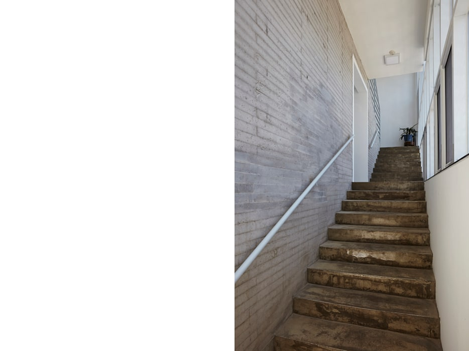 Modern corridor, hallway & stairs by 스마트건축사사무소 Modern