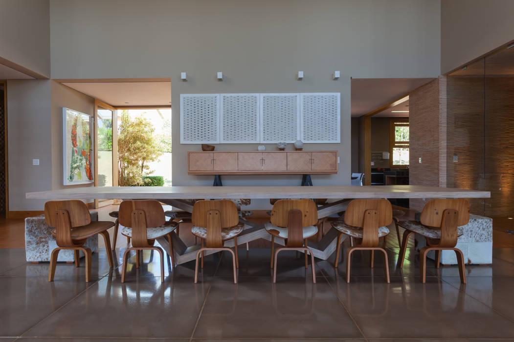 Fazenda em Bandeirantes - PR: Salas de jantar  por Beth Nejm,