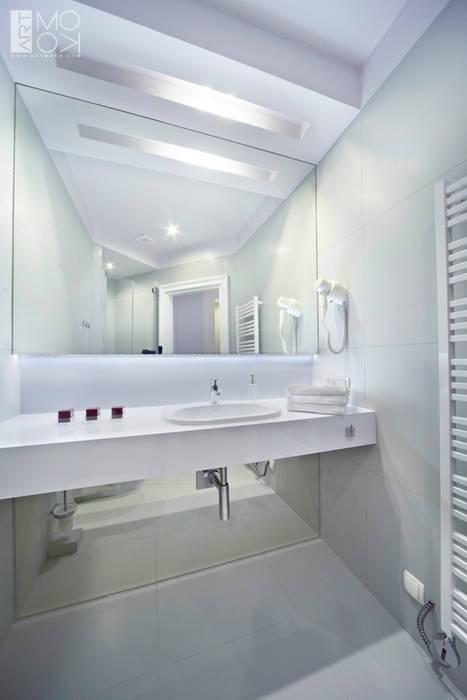 Łazienka w jasnej kolorystyce: styl , w kategorii Łazienka zaprojektowany przez Pracownia projektowa artMOKO