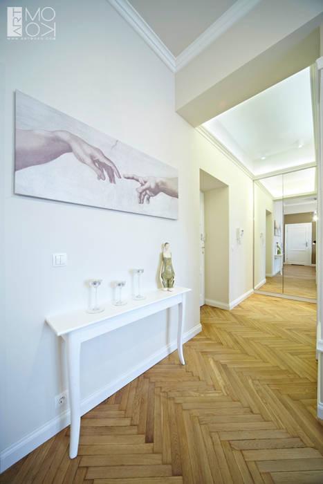 Przedpokój w klasycznym wydaniu Eklektyczny korytarz, przedpokój i schody od Pracownia projektowa artMOKO Eklektyczny