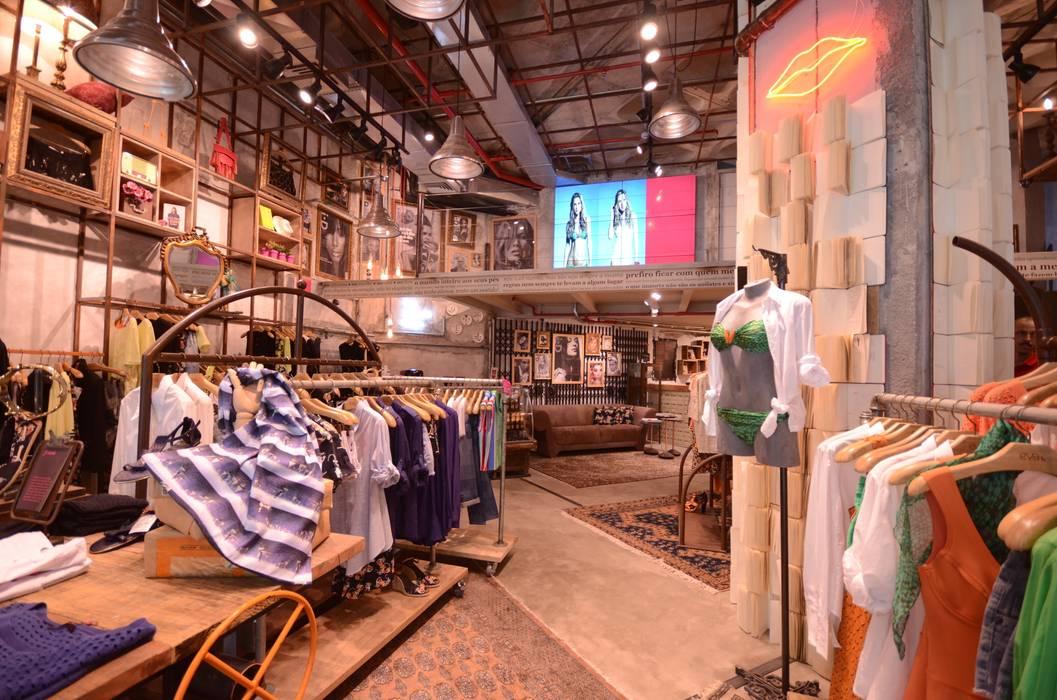 Eva: Lojas e imóveis comerciais  por Santa Irreverência Arquitetura Design e Construção,Industrial