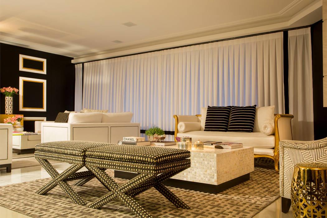 Apartamento Florianópolis | Misturando o clássico e o contemporâneo. : Salas de estar clássicas por Roberta  Zimmermann Buffon