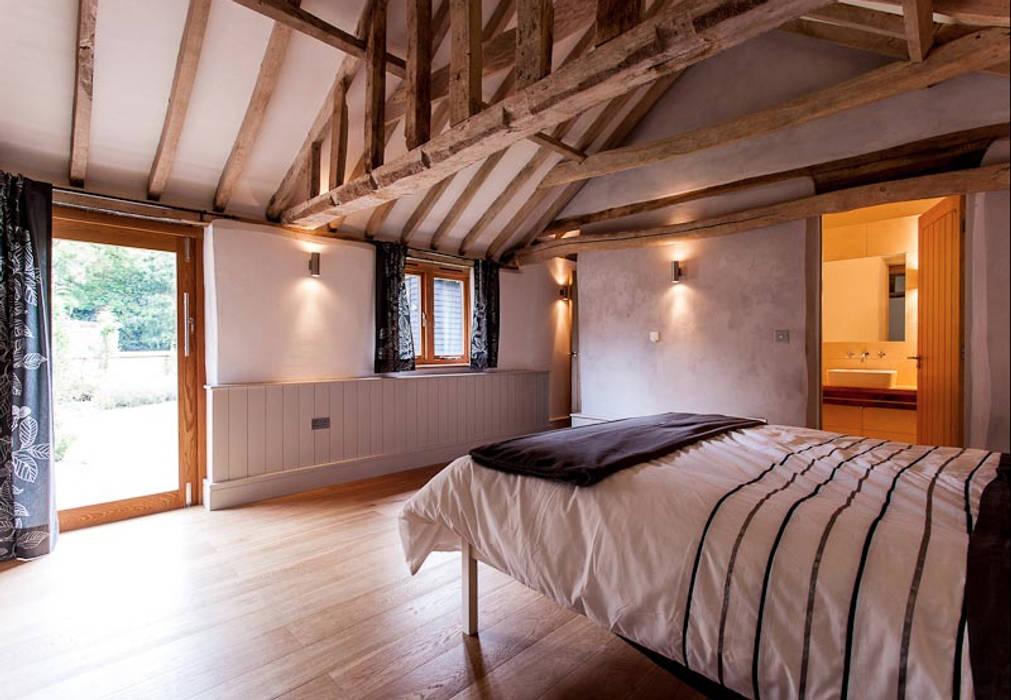Dormitorios de estilo  de Beech Architects, Rural