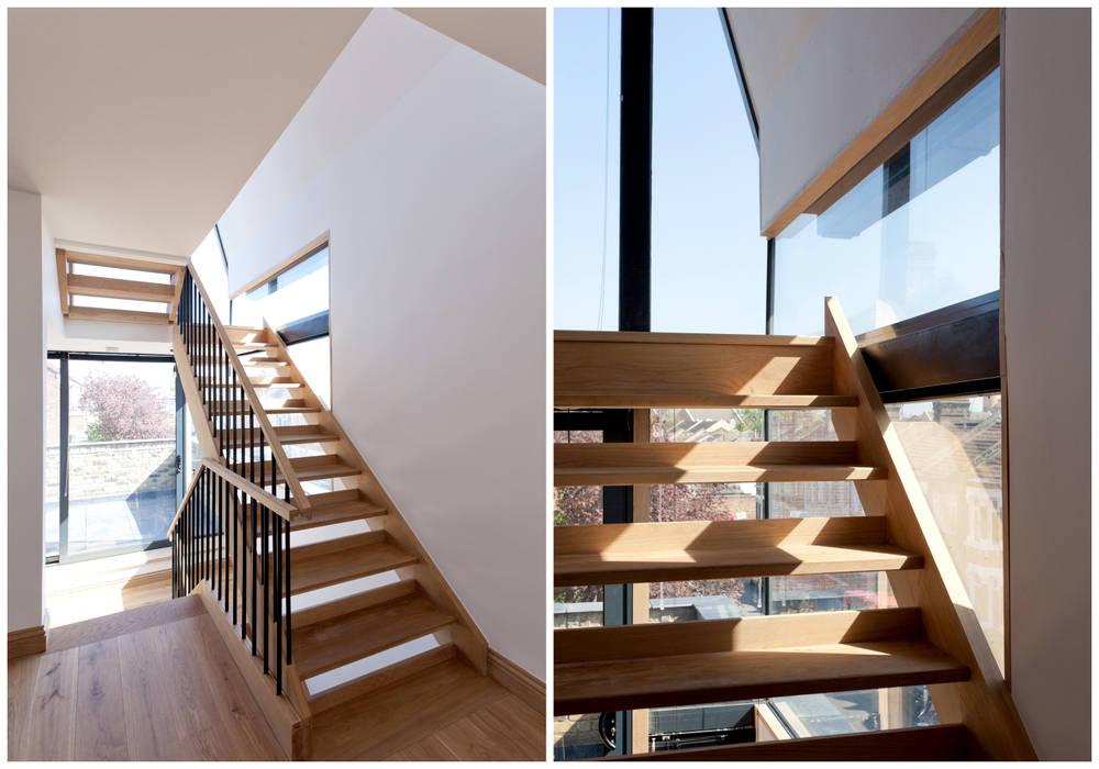 Stairwell Twist In Architecture Ingresso, Corridoio & Scale in stile moderno