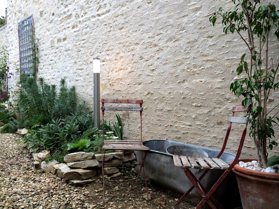 Le jardin d'accueil . Niveau ENTREE: Jardin de style de style Moderne par Atelier d'Ersu & Blanco