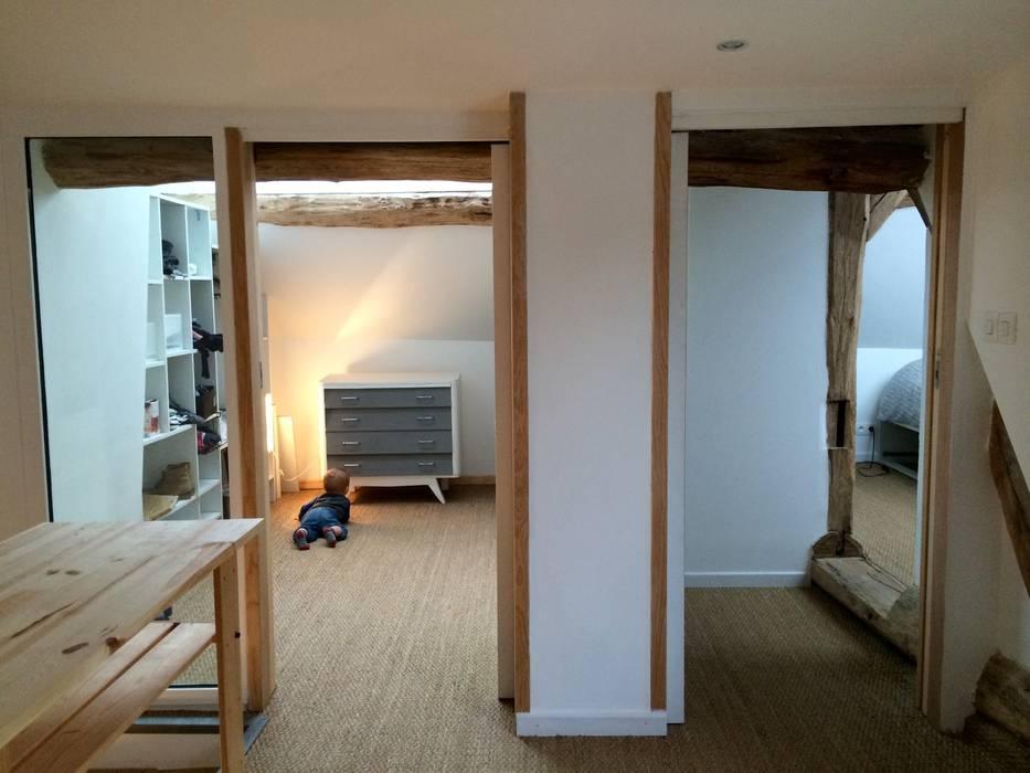 Le palier - ESPACE Créé entre LA MAISON ET LA GRANGE ( NIVEAU 1): Chambre d'enfant de style de style Moderne par Atelier d'Ersu & Blanco