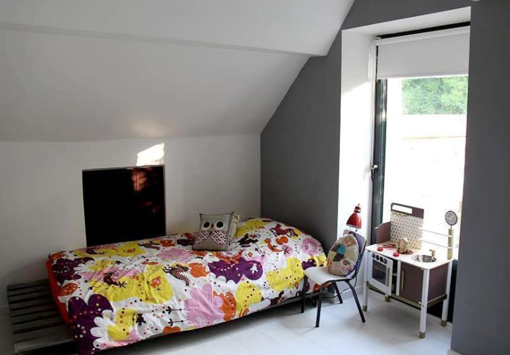 Chambre 2 - : Chambre d'enfant de style de style Moderne par Atelier d'Ersu & Blanco