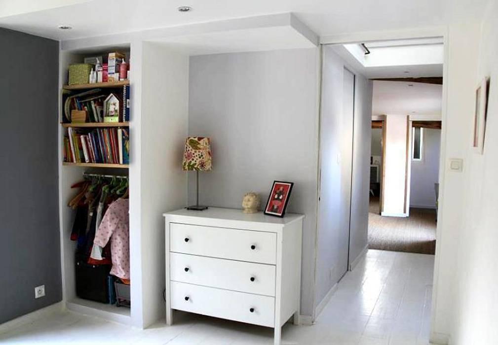 Création d'un bloc salle de bain: Chambre d'enfant de style de style Moderne par Atelier d'Ersu & Blanco