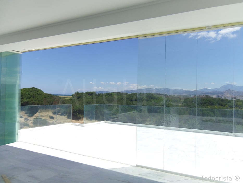 Casas de estilo mediterraneo por ALLGLASS CONFORT SYSTEM
