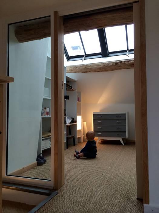 Beaucoup de lumière pour les petits espaces Chambre d'enfant moderne par Atelier d'Ersu & Blanco Moderne