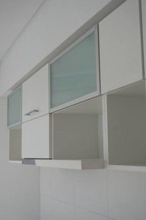 Guardado de cocina, puertas pushopen vidriadas y melaminicas cantos ABS. MinBai CocinaArmarios y estanterías