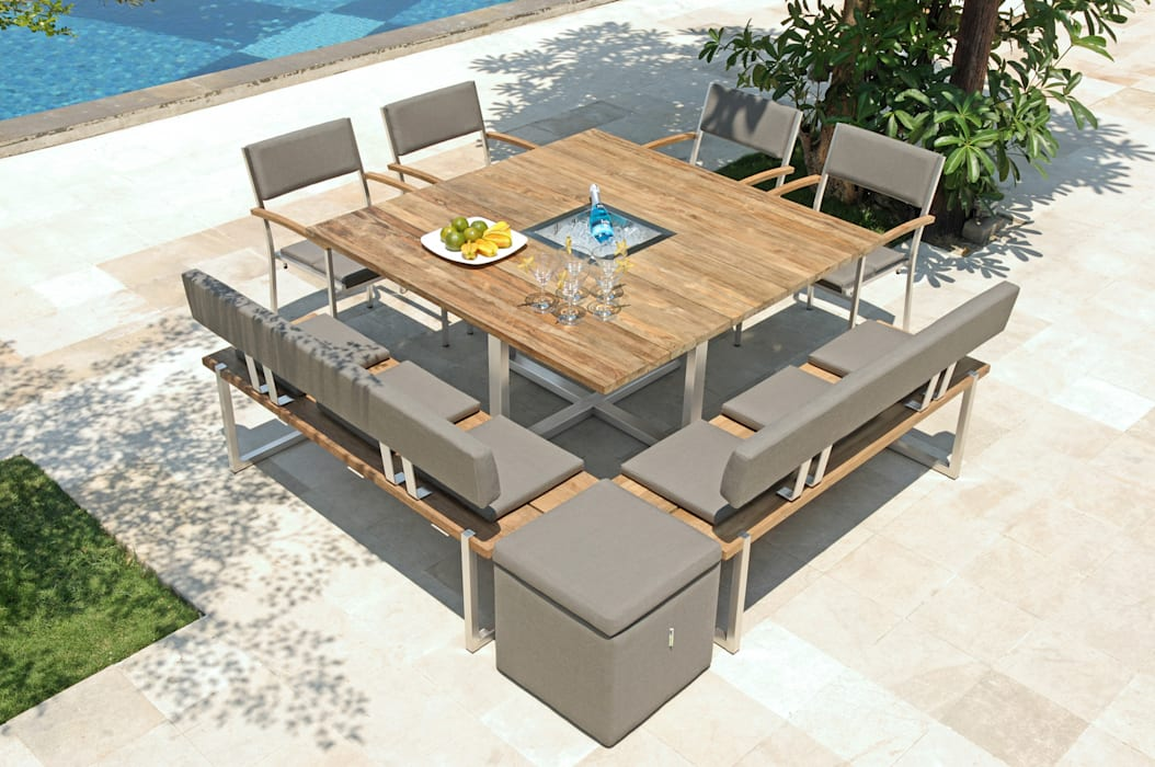 Tisch Quadux mit passenden Bänken und Stühlen: modern  von ZEBRA,Modern