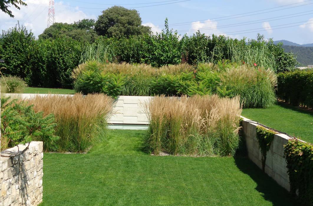 Giardino di villa privata – Franciacorta (Bs) – anno 2012: Giardino in stile in stile Moderno di matiteverdi