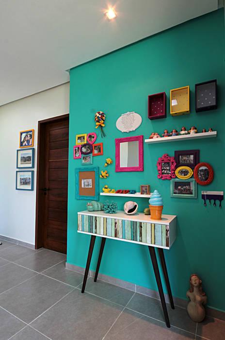 Celia Beatriz Arquitetura Tropical style corridor, hallway & stairs