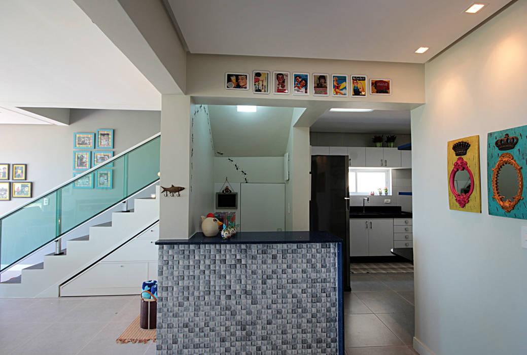 Bangalô 3 irmãos - Praia de Tamandaré/PE Paredes e pisos tropicais por Celia Beatriz Arquitetura Tropical