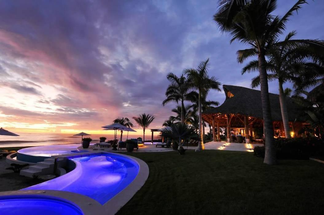 Casa Taheima : Albercas de estilo  por BR  ARQUITECTOS, Tropical
