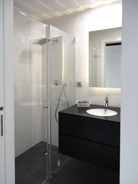 Quarto de banho: Casas de banho  por GAAPE - ARQUITECTURA, PLANEAMENTO E ENGENHARIA, LDA