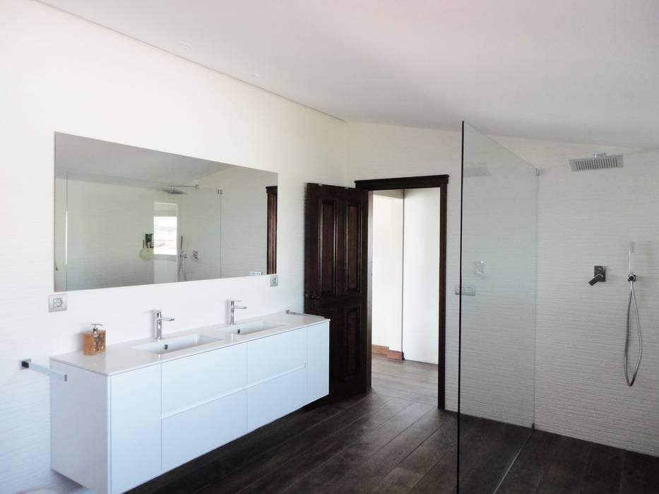 Quarto de banho suite Casas de banho ecléticas por GAAPE - ARQUITECTURA, PLANEAMENTO E ENGENHARIA, LDA Eclético