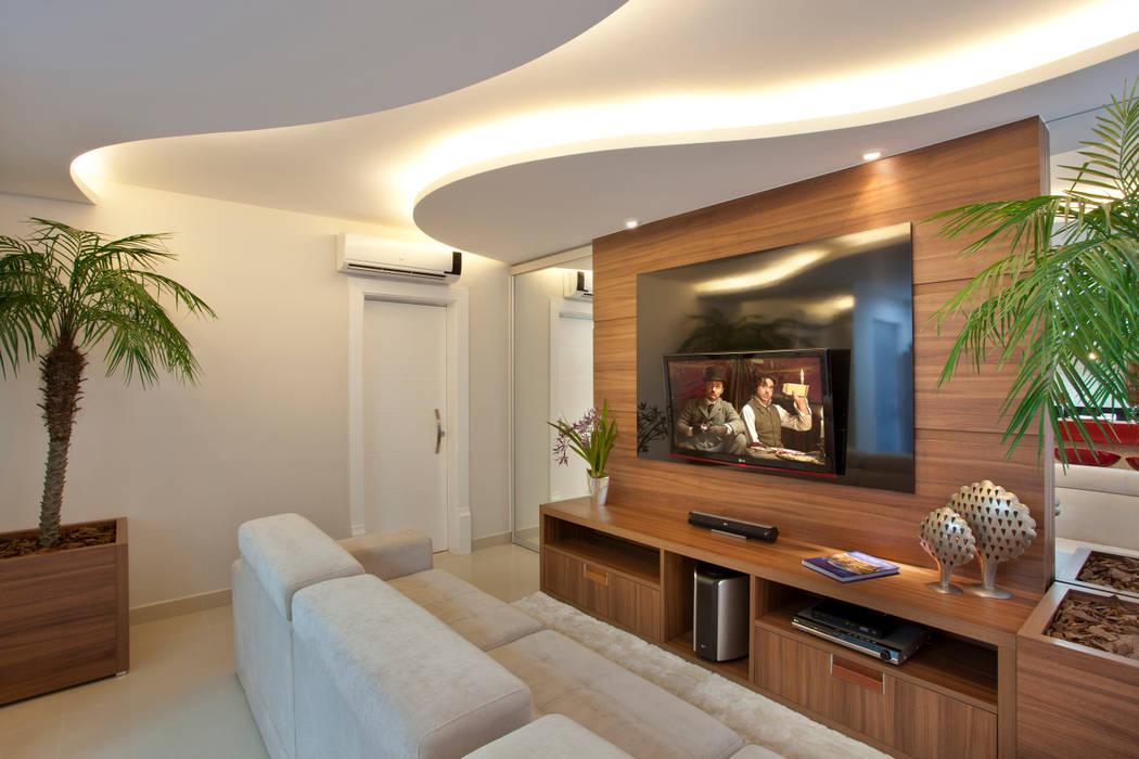 Reforma Casa Ipiranga Salas multimídia modernas por Designer de Interiores e Paisagista Iara Kílaris Moderno