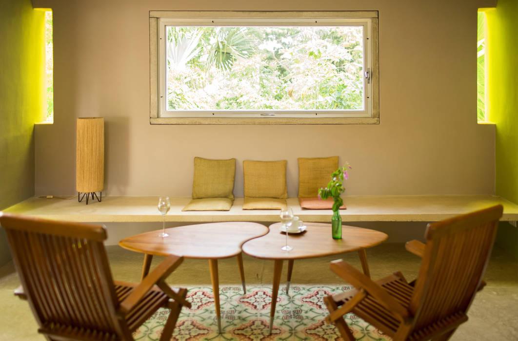 Living room by TACO Taller de Arquitectura Contextual, Modern