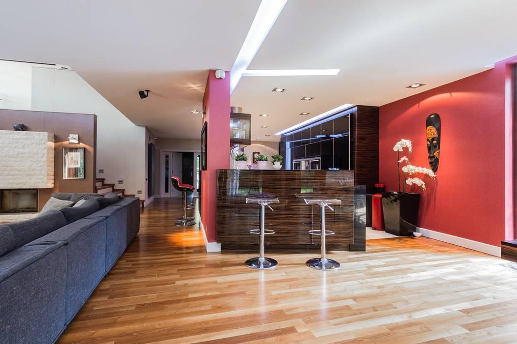 现代客厅設計點子、靈感 & 圖片 根據 Michał Młynarczyk Fotograf Wnętrz 現代風