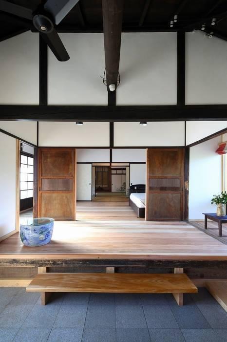 板の間 クラシックデザインの 多目的室 の 木の家設計室 アトリエ椿 クラシック