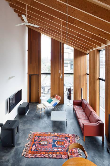 吹抜け 北欧デザインの リビング の プライム建築都市研究所 北欧