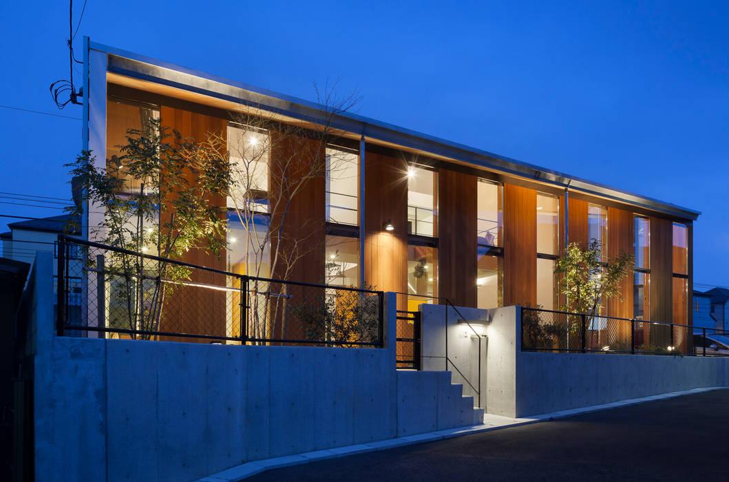 外観(夜景): プライム建築都市研究所が手掛けた家です。