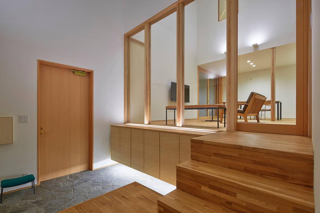 玄関 モダンスタイルの 玄関&廊下&階段 の ケンチックス一級建築士事務所 モダン