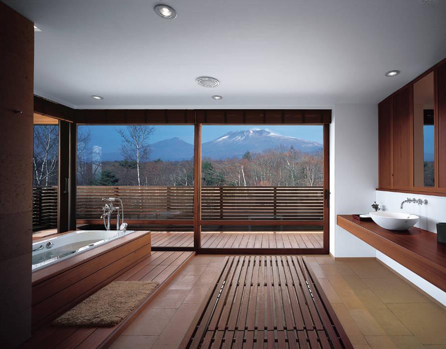 Mountain Villa: アシハラヒロコデザイン事務所が手掛けた浴室です。