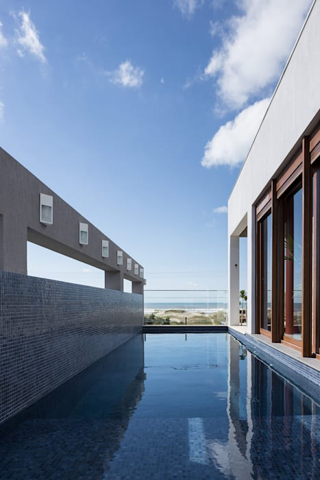 Casa Beira Mar - Seferin Arquitetura: Piscinas  por Seferin Arquitetura,Moderno