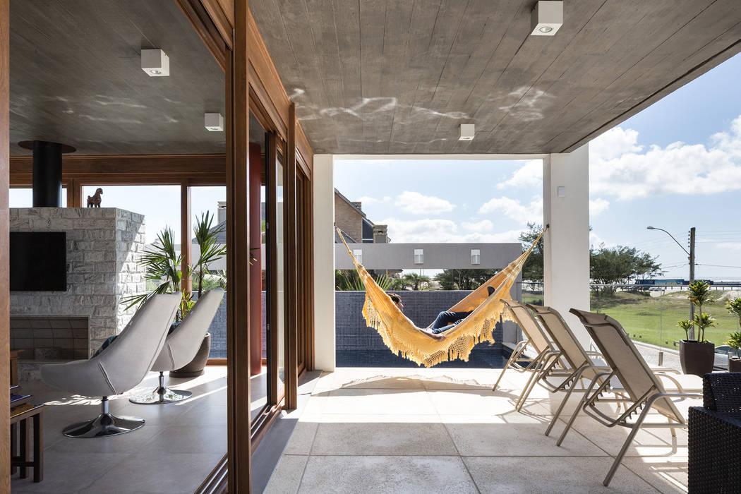 Casa Beira Mar - Seferin Arquitetura: Terraços  por Seferin Arquitetura