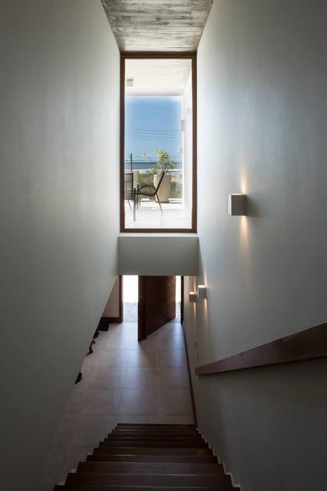 Casa Beira Mar - Seferin Arquitetura: Corredores e halls de entrada  por Seferin Arquitetura,Moderno