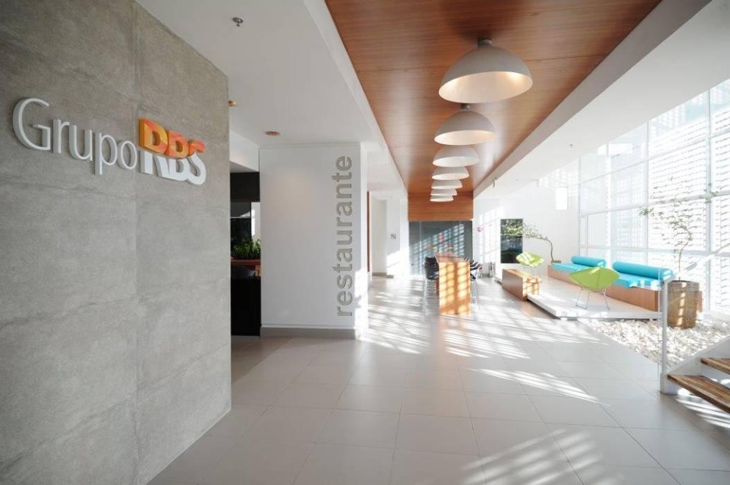 Sede RBS Espaços gastronômicos modernos por BG arquitetura | Projetos Comerciais Moderno