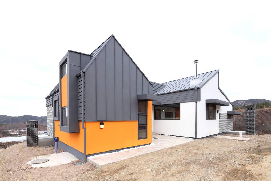 이집은 집의 4면이 모두 정면이다. 모던스타일 주택 by 주택설계전문 디자인그룹 홈스타일토토 모던