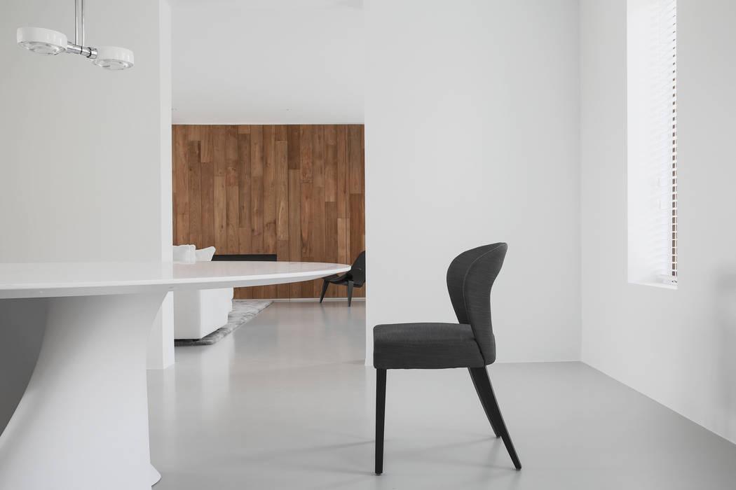 Pranzo: Sala da pranzo in stile in stile Minimalista di GIASIL